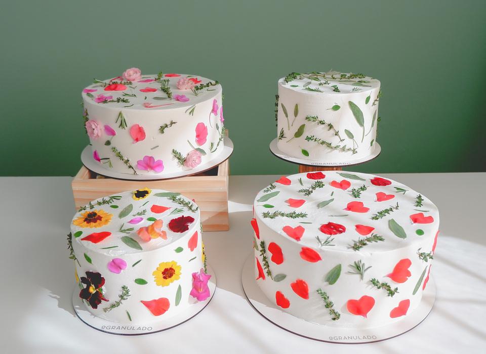 bolos com decoração botânica